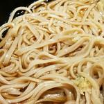 名代 富士そば - 確かに平べったい蕎麦が混じる