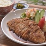 ローストビーフ丼いがらし - ビーフカツ定食