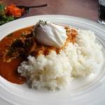 アメニテ ギンザ - 鶏もも肉とひよこ豆のバターカレー