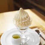 ベシャメルカフェ - 白いパフェ