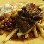 シーフード&スペインバル Azul - 肉とサイドのアップ