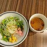 シーフード&スペインバル Azul - サラダとコンソメのスープ