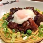 Noodle Stand Tokyo - (牛煮込みまぜそば)国産の牛すじ肉と牛スネ肉をトロホロスパイシーに煮込んだ絶品まぜそば。プチンと弾力歯応えのある浅草開化楼の特注麺。天然醸造のたまさ醤油、赤ワインにスパイスやトマトの酸味。複雑でまとまりのあるUMAMI溢れる名物まぜそばは当店だけでしか食べられません!