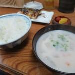 大衆食堂 山田屋 - めし中+かす汁+塩鯖