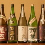 亜耶 - 常時20種類以上の地酒と豊富なドリンクで、心行くまで酔いしれる