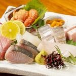 亜耶 - 四季折々の旬に出合う『今日ある魚介から造り盛合せ』(6〜7品の2人盛)