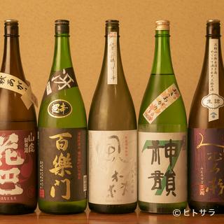 常時20種類以上の地酒と豊富なドリンクで、心行くまで酔...