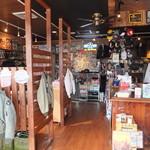 M.C CAFE - 入口付近
