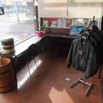 M.C CAFE - 樽の傘立てと商品のフライトジャケット