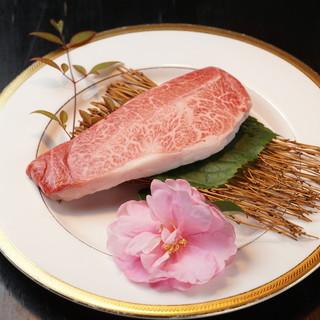 地鶏や、牛肉の希少部位のご用意も。