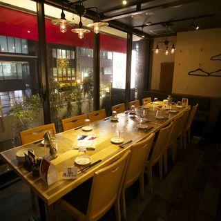 【個室空間】1か所で最大40名様の個室宴会が可能です。