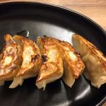 羽釜豚骨二代目けんのすけ - 餃子5個+ライス +250円