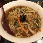 春天酒坊 - 鶏肉野菜メン。半チャーハンとセットで750円