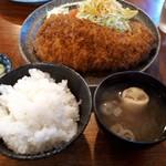 茶の間 - ロースカツ750円、定食セット150円