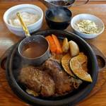 炭焼きハンバーグ 牛吉 - 料理写真:レギュラーハンバーグ(850円)