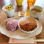 ら・びゅー - (1日15食限定)アゴ肉入り 煮込みハンバーグランチ(サラダ・ドリンクセットで1,050円)