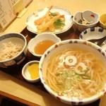 味処・民宿 まつや - 料理写真:うどん定食 993円