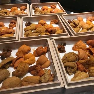 常時15種のウニ有り!季節ごとの旬のウニを楽しめます!
