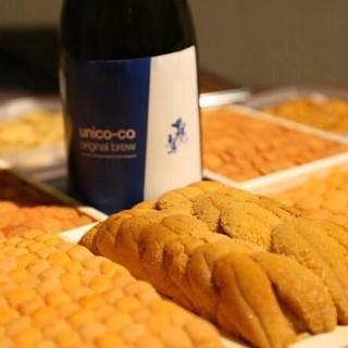 ソムリエ厳選の豊富なワインと、ウニに合わせて作られた日本酒
