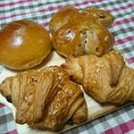 77543998 - こんがり、美味しそうなパン