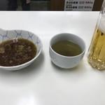 天ぷら定食ふじしま - 天つゆとお茶、ちょっと呑んじゃったビール(350円)