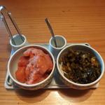 やまや - テーブルにセッティングされた辛子明太子と高菜