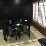 オステリア ヤスダヤ - 和室にテーブル