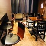 自家製麺 伊藤 - カウンター&テーブル席