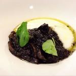 ステラ カデンテ - 甲イカの墨煮 白ポレンタ