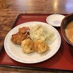 らーめん古潭 - セットの海老天と鶏の唐揚げ