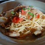 ツルカメ食堂 - とびうおと茄子とフレッシュトマトのビアンコ