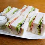 チロルカフェ - 料理写真:ハムと野菜のサンド