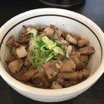 麺や 福はら - 炙り豚めし〜(^。、^)ノ¥220円