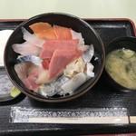 発寒かねしげ鮮魚店 - グレイト海鮮丼(1,080円+100円)