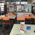 発寒かねしげ鮮魚店 - テーブル席