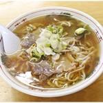 松食堂 - 料理写真:ラーメン 600円 やや豚骨感強めのスープが印象的でした。