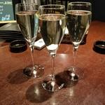 オステリア バーヴァ - スパークリングワイン 350円