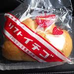 なんぽうパン - ソフトイチゴ。高級パン、フレッシュな果実の味。このパッケージに一目惚れです!