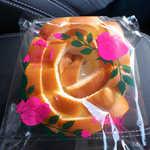 なんぽうパン - バラパン(¥130)。薔薇をあしらった美意識高いパッケージ、島根名物としての貫録十分です