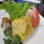 光琳 - サラダには玉子焼きとバンバンジーが添えられてました。