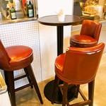 ジェラート ナチュレ ドゥーエ - 店内(テーブル席)
