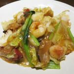 広東炒麺 南国酒家 - 具沢山のあんがたっぷり