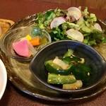 ジャム cafe 可鈴 - 大根ときゅうりのナムル、自家製ピクルス、グリーンサラダ