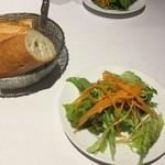ラ プティ セヌ - 料理写真:ランチのサラダとパン