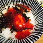 77572848 - すじこしょうゆ漬けオレンジ卵飯(680円)