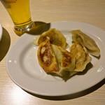福清菜館 福来園 - ONEコインセット 生ビール (小1杯)+焼き餃子 (5個)