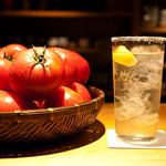炉ばた屋 - 炉ばた屋オリジナルのトマト酎ハイ。透き通っているのは、トマトのエキスだけを抽出しているから。もちろん味はトマトです!