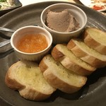 酒家鶏処 炭寅 - みつせ鷄のレバーパテ