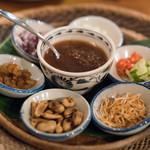 酒とタイ料理 ピッサヌローク - 2017.12 ミャンカム(バイチャプルーで包む前菜 ココナッツシュガーのソース)