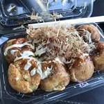 下松サービスエリア上り線スナックコーナー - 料理写真:熱々のたこ焼き